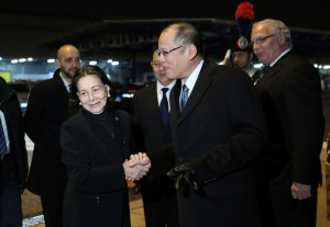 -- (ROME, Italy) President Benigno S. Aquino III greets Italian and Filipino officials upon arrival at the Fiumicino Airport on Tuesday (December 1) for the Official Visit to the Italian Republic and Formal Visit to the Holy See. Also in photo are Philippine Ambassador to Italy Domingo Nolasco and Philippine Ambassador to the Vatican Mercedes Tuason. (MNS photo)