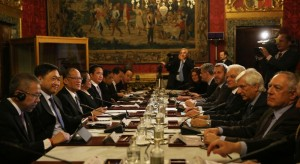 -- (ROME, Italy) President Benigno S. Aquino III exchanges views with Italian Republic President Sergio Mattarella during the bilateral meeting at the Arazzi de Lilla Room of the Quirinal Palace during his official visit on Wednesday (December 02). (MNS photo)