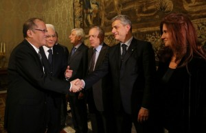 (ROME, Italy) President Benigno S. Aquino III greets Italian officials at the Sala del Bronzino of the Quirinal Palace for the bilateral meeting with Italian Republic President Sergio Mattarella during his official visit here on Wednesday (December 02). (MNS photo)