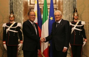 (ROME, Italy) President Benigno S. Aquino III is welcomed by Italian Republic President Sergio Mattarella at the Sala del Bronzino of the Quirinal Palace for the bilateral meeting during his official visit here on Wednesday (December 02). (MNS photo)
