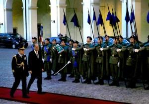 (ROME, Italy) President Benigno S. Aquino III reviews the Honor Guards upon arrival at the courtyard of the Quirinal Palace for the bilateral meeting with Italian Republic President Sergio Mattarella as part of his officiathc visit here on Wednesday (December 02). (MNS photo)