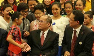 President Benigno S. Aquino III shares the stage with the children at the meeting with the Filipino Community in Rome for a snap shot at the Leptis Magna Function Room of the Ergife Palace Hotel during his official visit here on Thursday (December 03). (MNS photo)