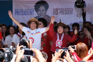 Presidential candidate Sen. Miriam Santiago (right) and vice-presidential candidate Sen. Ferdinand Marcos Jr. (left), the son of late dictator Ferdinand Marcos, gesture to supporters during a campaign rally in Batac, Ilocos Norte, Tuesday, at the start of the campaign for the May 10 national elections.(MNS photo)