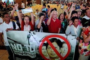 Victims who endured human rights abuses during the late Ferdinand Marcos' two-decade-long reign, on Monday, protest against the possible return of any Marcos to the presidential palace. The group vowed to derail the vice-presidential bid of Sen. Bongbong Marcos in the May 9 elections.(MNS photo)