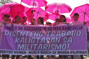 Representatives of various women's groups march to the Mendiola Peace Arch to call for equal and safer working environment for women, as part of the 105th International Women's Day celebration on Tuesday. The groups urged candidates to include women issues as part of their election agenda.(MNS photo)