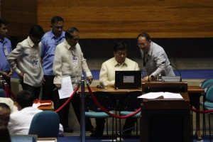 DRILON SWITCHES ON THE CCS: Senate President Franklin M. Drilon turns on the Consolidation and Canvassing System (CCS) machine which received the electronically transmitted certificates of canvass for the 2016 presidential and vice presidential elections. (MNS photo)