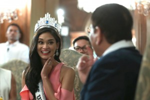 President Rodrigo R. Duterte meets with Miss Universe 2016 Pia Wurtzbach during a courtesy call at the Music Room of the Malacañan Palace on Monday July 18, 2016. (MNS photo)