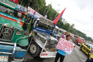 Drivers and operators from different jeepney transport groups hold a motorcade, urging the government to scrap the impending jeepney phase-out order, in Quezon City, on Monday. The group criticized the plan to phase out 15-year-old jeepneys, citing its impact on the livelihood of thousands of drivers.(MNS photo)