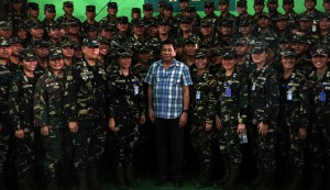 President Rodrigo R. Duterte poses with the 8th Infantry Division troops during his visit at Camp Vicente Lukban in Catbalogan, Samar on August 8, 2016.(MNS photo)