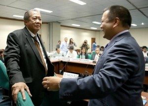 """DOTr Secretary Arthur Tugade greets Senator JV Ejercito before the start of the Senate Committee on Public Services' inquiry on the possibility of granting """"emergency powers"""" to President Rodrigo Duterte so the government can address the chaotic traffic problem in Metro Manila and other urban areas. Among those who attended are Department of Transportation (DOTr) secretary Arthur Tugade and Undersecretaries Bobby Lim and Noel Kintanar. (MNS photo)"""