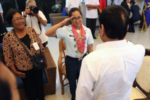 President Rodrigo Duterte gives Airwoman Second Class Hidilyn Diaz a congratulatory salute during a courtesy call at the Presidential Guest House in Davao City on August 11. Diaz, who won a silver in Rio, is the first Filipina and Mindanaoan Olympic medalist. (MNS photo)