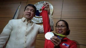 """-- Senate President Aquilino 'Koko"""" Pimentel presents a resolution a resolution congratulating and commending olympic weightlifter Hidilyn Diaz for her invaluable contribution to Philippine sports winning a historic silver medal for the Philippines in the Summer Olympic Games held in Rio De Janeiro, Brazil last August 8, 2016 and becoming the first filipina to win an olympic medal.(MNS photo)"""