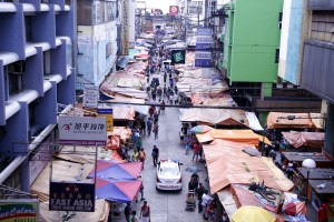 View of Carriedo St. in Manila: Photo shows how Carriedo St. in Manila looks like as viewed from the Carriedo station of the Light Rail Transit (LRT) Line 1 on Thursday (Aug. 11, 2016). The street, which teems with vendors, leads to the revered Quiapo Church. (PNA photo by Jess M. Escaros Jr.)