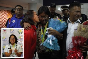 Olympian Silver Medalist Hidilyn Diaz kisses her mother Emelita upon her arrival at the NAIA: Olympian Silver Medalist Hidilyn Diaz kisses her mother Emelita, who's wearing her daughter's medal, upon her daughter's arrival at the Ninoy Aquino International Airport (NAIA) Terminal 3 in Pasay City from Rio de Janeiro, Brazil on Thursday afternoon (Aug. 11, 2016). At right is Hidilyn's father, Eduardo. (PNA photo by Avito C. Dalan)