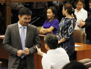 Neophyte Senator Emmanuel Pacquiao talks with Senator Francis Pangilinan during the second day of the regular session of the 17th Congress on Tuesday (July 26, 2016). Also in photo are Senators Grace Poe, Loren Legarda and Nancy Binay. (MNS photo)