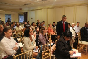 Filipino-American community members asked questions to the guest panelists during the open forum of the Embassy's Talakayan on the Filipino World War II Veterans Parole Program on 28 July 2016.
