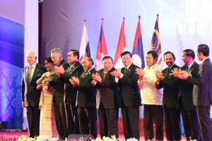 -- President Rodrigo Duterte joins other heads of states on stage during the opening ceremony of the ASEAN Summit at the National Convention Center in Vientiane, Laos on September 6. (MNS photo)