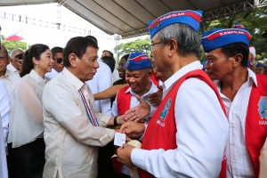 President Rodrigo R. Duterte greets war veterans during the celebration of the National Heroes' Day at the Libingan ng mga Bayani in Taguig City on August 29.(MNS photo)