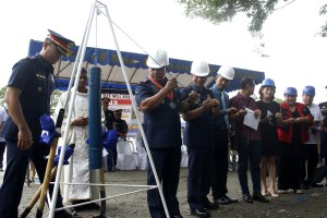 Philippine National Police (PNP) Chief Director General Ronald Dela Rosa (3rd from left) leads the laying of the time capsule during the groundbreaking ceremony for the Region III Bahay Pag-asa Rehabilitation Center facilities in Camp Olivas, Pampanga on Monday (Sept. 5, 2016). (PNA photo by Avito C. Dalan)