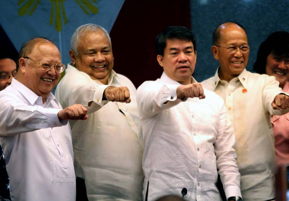 "CA APPROVES APPOINTMENT OF MEDIALDEA AND LORENZANA: Senate President and Commission on Appointments (CA) Chairperson Aquilino ""Koko"" Pimentel III (3rd from left) and San Juan Representative and CA Vice-Chairman Ronaldo Zamora (left) joins Executive Secretary Salvador Medialdea (2nd from left) and Defense Secretary Delfin Lorenzana (right) whose ad interim appointments were confirmed during plenary session, Wednesday, October 19, 2016.(MNS photo)"
