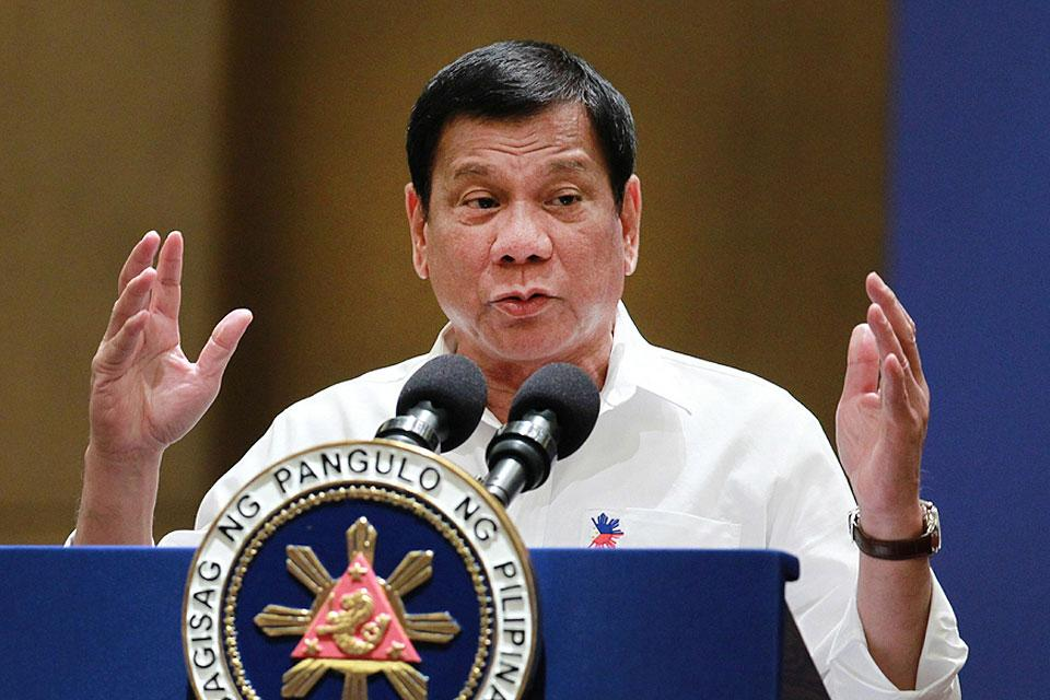 In his speech during a meeting with the Filipino Community at the Mandarin Oriental Hotel, Kuala Lumpur, Malaysia on Wednesday, November 9, 2016, President Rodrigo Duterte reiterated that his campaign against illegal drugs will continue to gain momentum amid criticisms and false allegations of extrajudicial killings of suspects. (MNS photo)